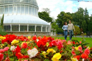 Occupying 28 acres of south Belfast, the gardens are popular with office workers, students and tourists. They are located on Stranmillis Road in Belfast's university area, with Queen's University nearby. The Ulster Museum is located at the main entrance.
